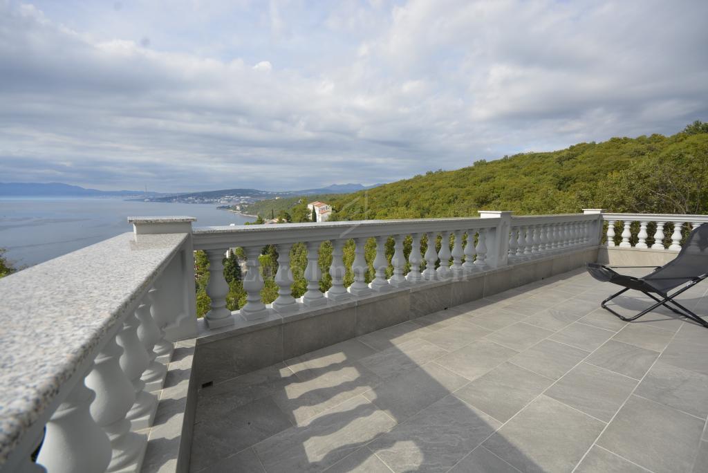 Potpuno opremljena kuća sa jedinstvenom pogledom na more!