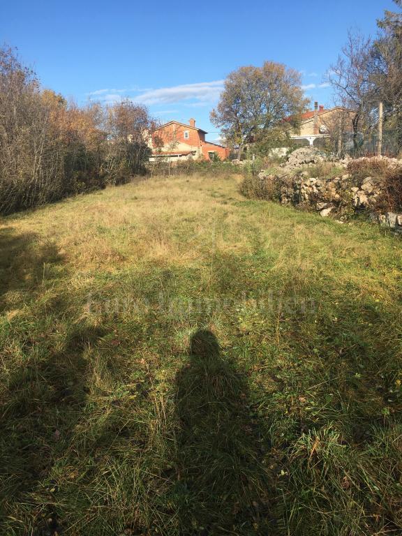 Prodaje se zemljište u okolici Dobrinja