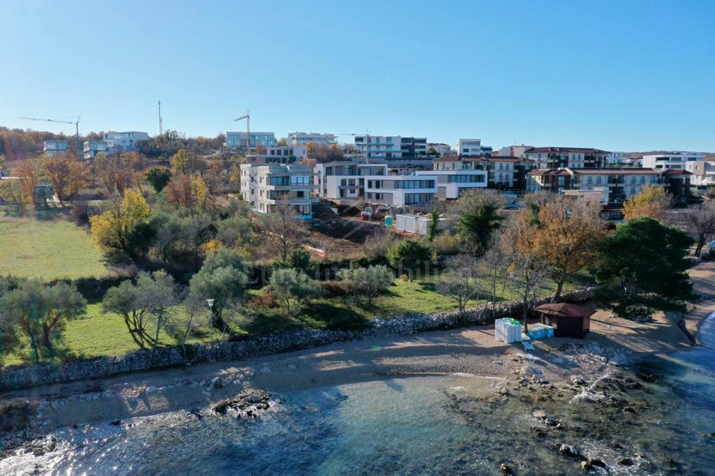 Exclusive property 90 m from the sea