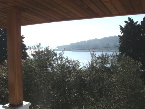 Kuća s pogledom na more i velikom okućnicom!