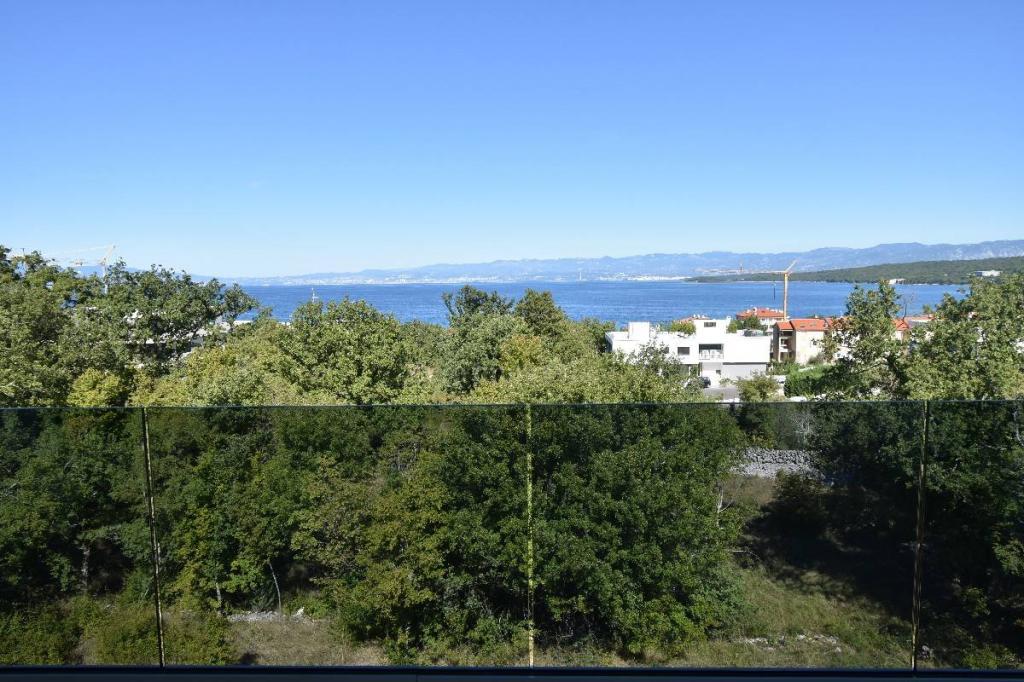 Ekskluzivni penthouse s krovnim bazenem i fantastičnim pogledom na more!Novogradnja,Malinska!!