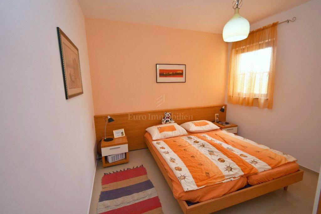 Apartman u blizini grada Krka s velikom okućnicom!