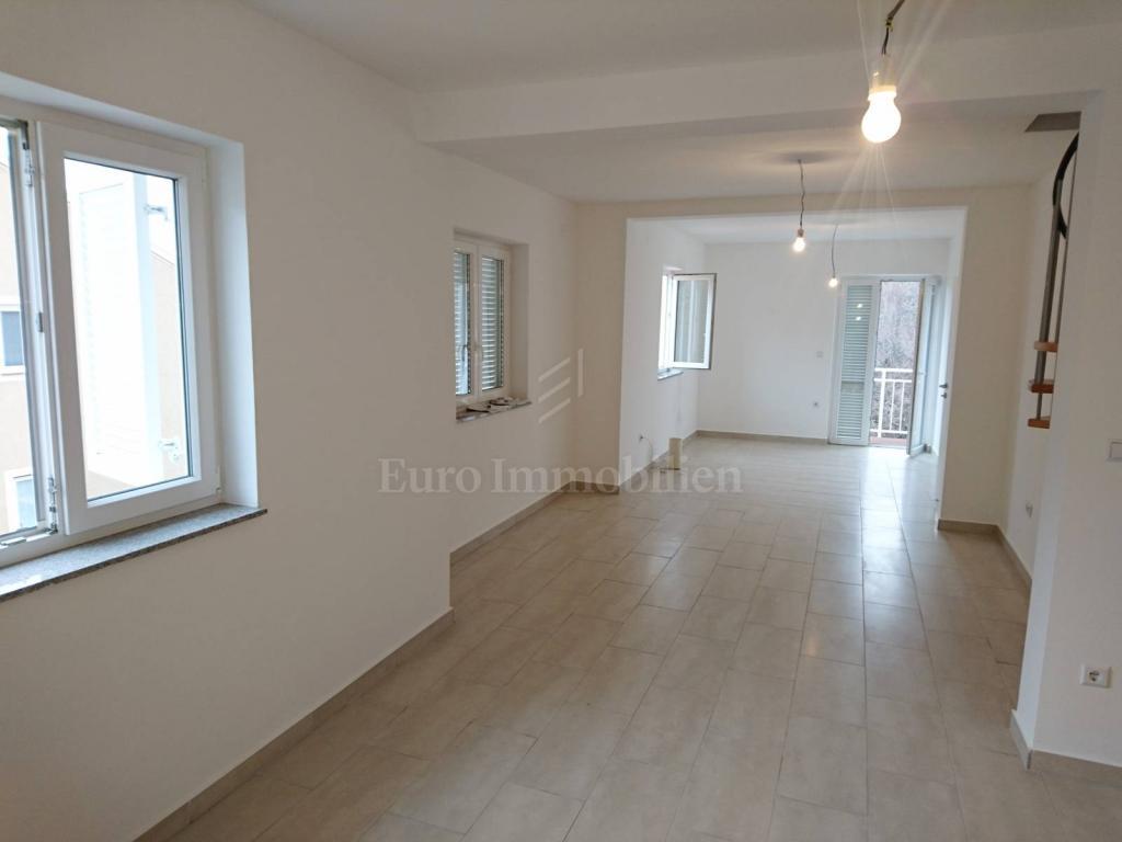 Neue Maisonette-Wohnung mit Meerblick , in der Nähe der Stadt Krk