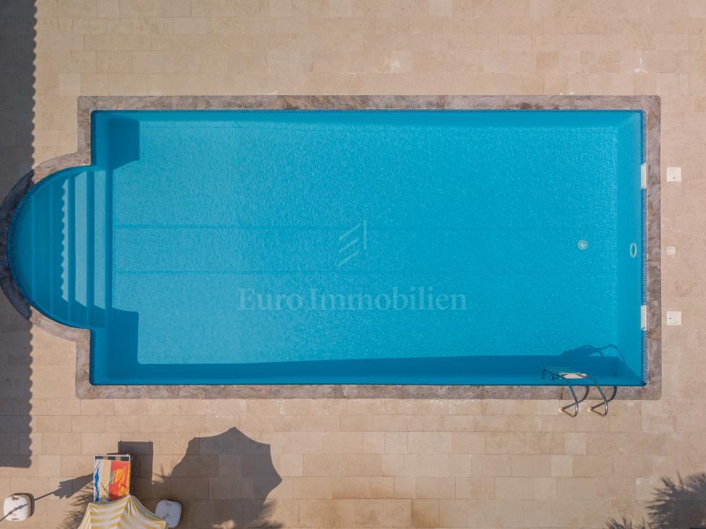 Građevinsko zemljište s bazenom!