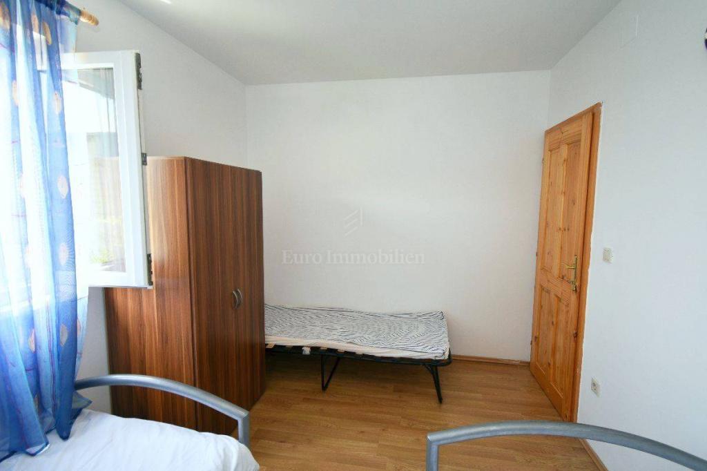 Apartman s dvije stambene jedinice i uređenom okućnicom!