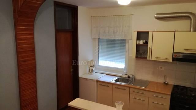 Apartman s dvije stambene jedinice i pogledom na more!