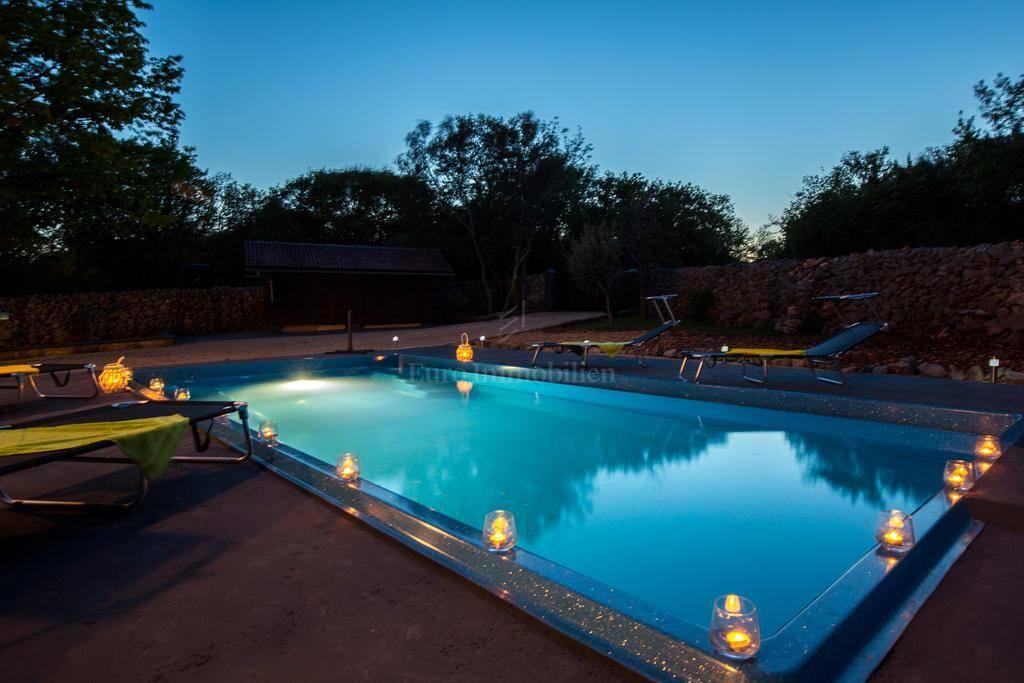 Prekrasna renovirana kuća s bazenom!