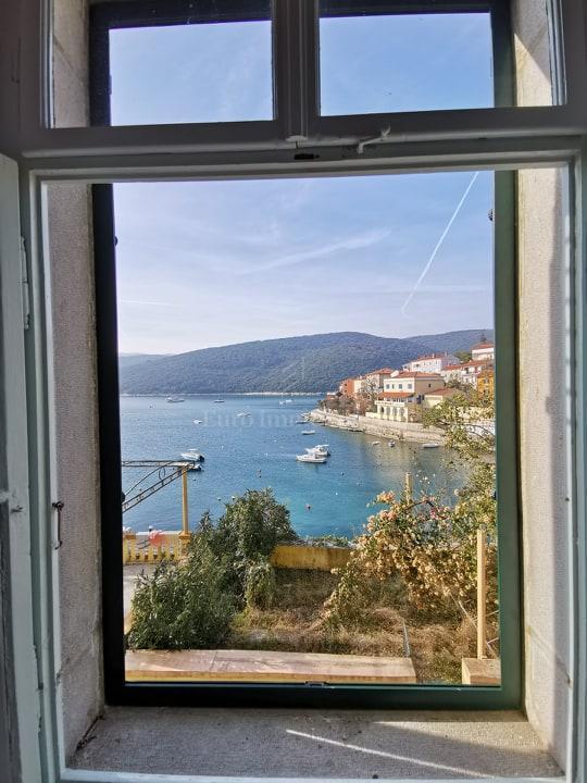 Kuća na jedinstvenoj lokaciji sa prekrasnim pogledom na more