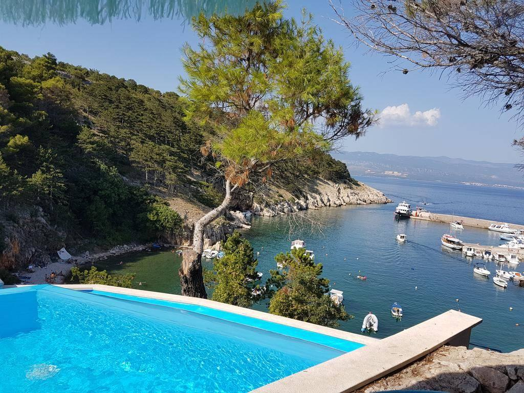 Right next to the beach! Apartment on the island of Krk! Vrbnik!