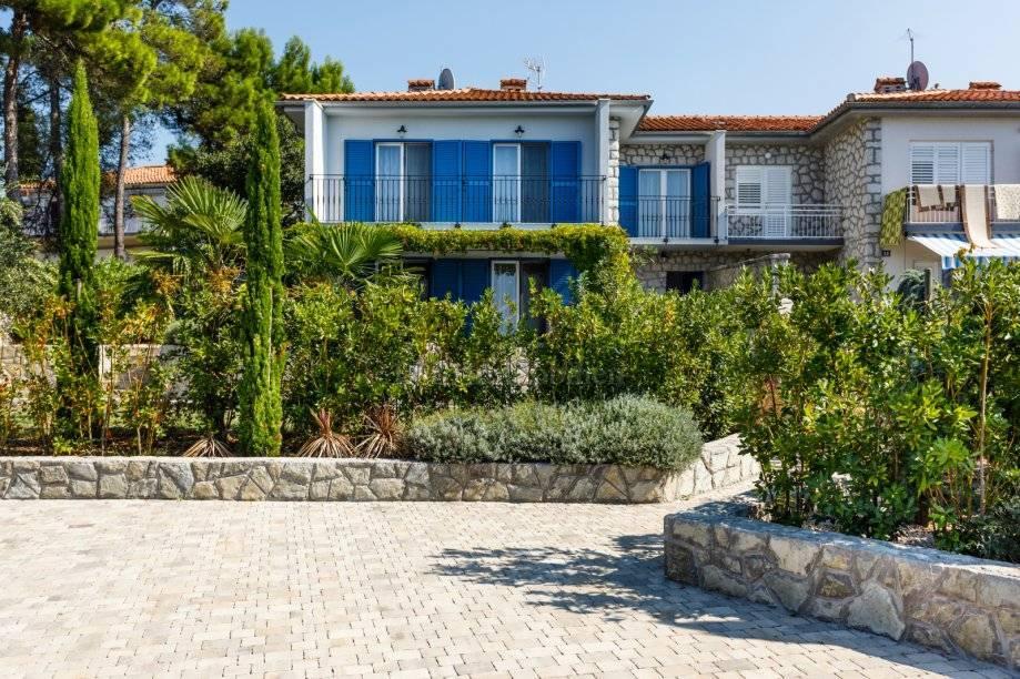 Prvi red do mora! Predivna kuća u Malinskoj na atraktivnoj lokaciji!