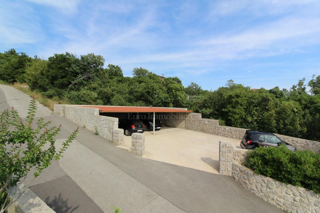 Kostrena, obiteljska kuća s bazenom, 330 m2