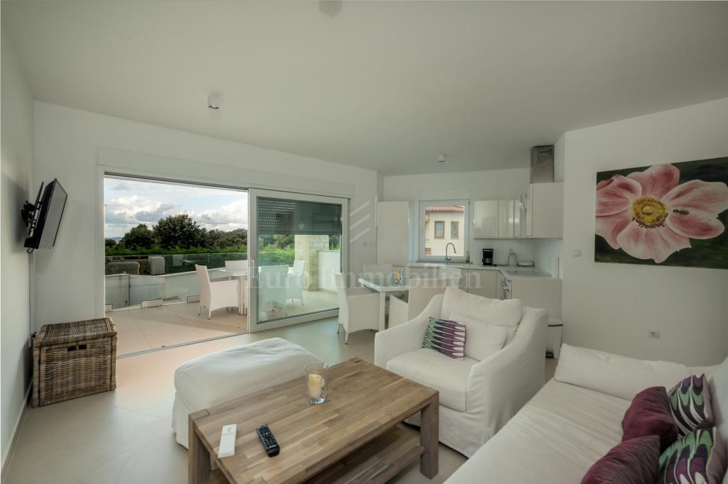 Dvosobni stan u prizemlju novogradnje na odličnoj lokaciji! Pogled na more!