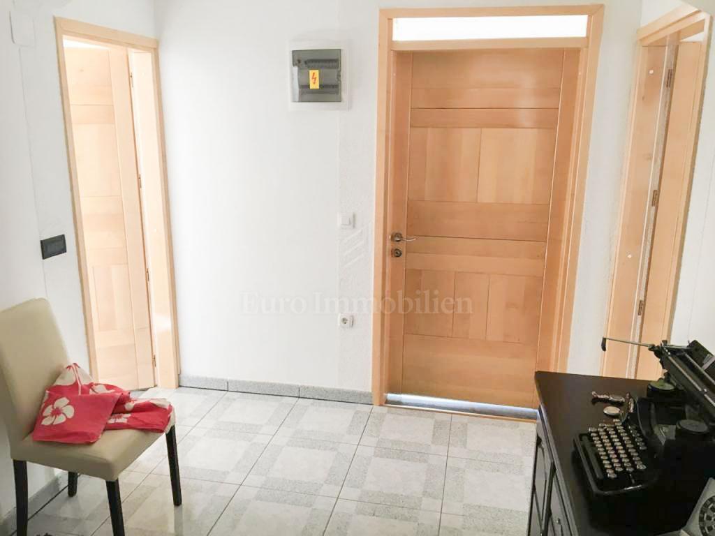 Jadranovo, jednosoban stan s dnevnim boravkom, 80 m2