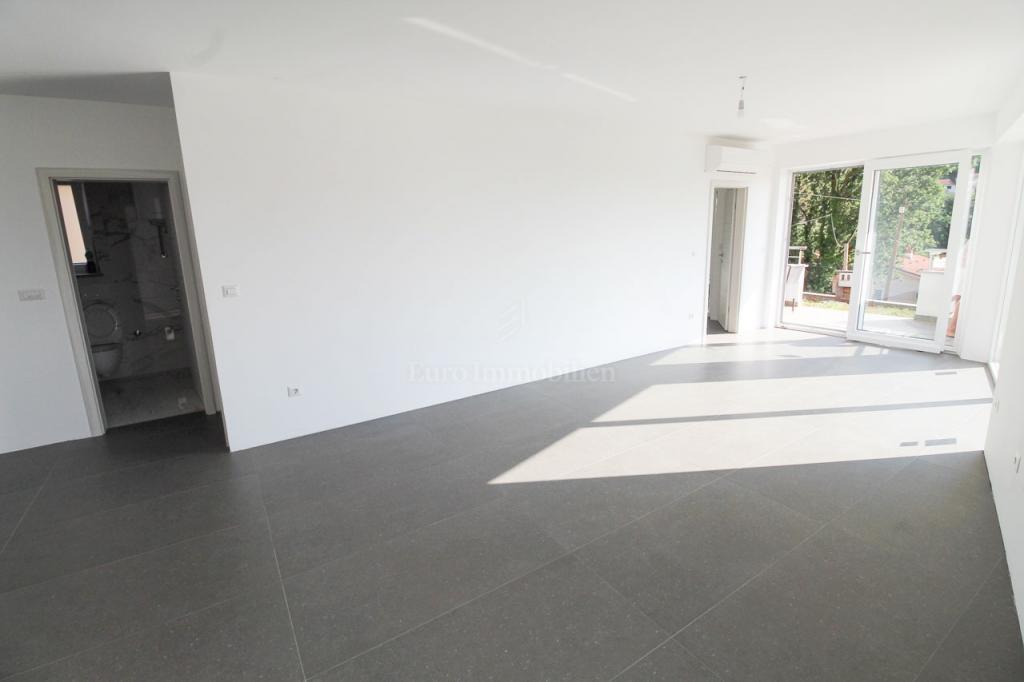 Mošćenička draga, dvosoban stan s dnevnim boravkom, 67 m2