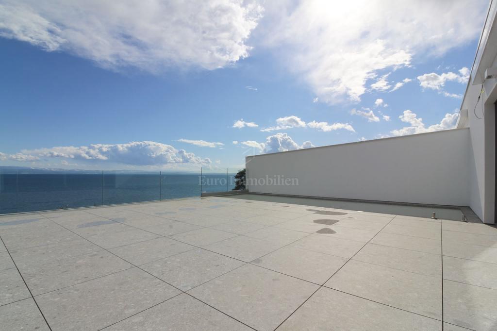 Opatija, eksluzivan stan s bazenom i pogledom na more!