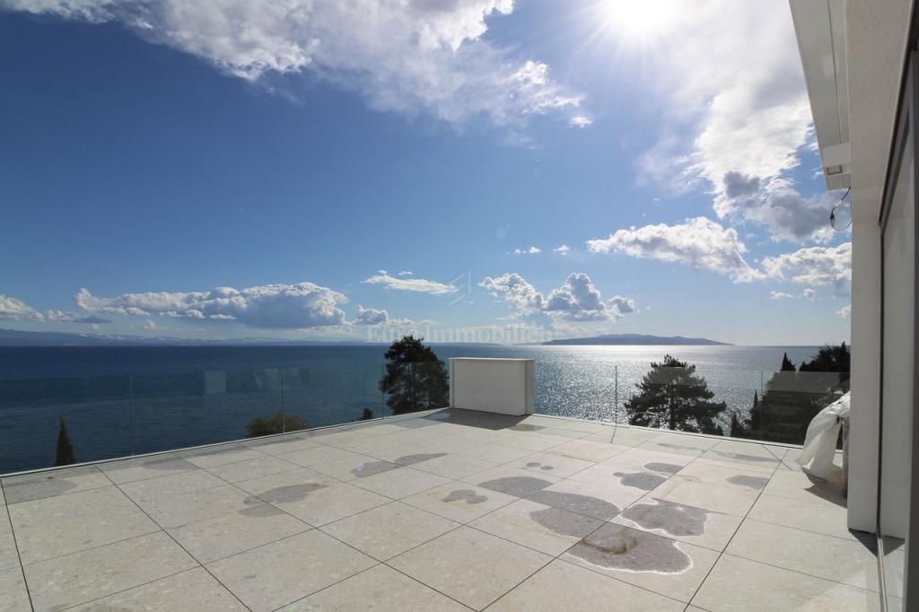 Opatija, eksluzivan stan s predivnim pogledom na more!