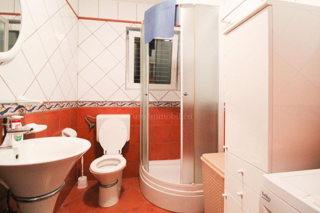 Ičići, house with 5 flats, 280 m2, with yard