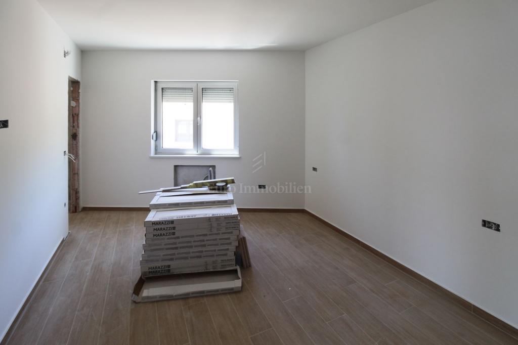 Opatija, trosobni stan sa dnevnim boravkom, 150 m2