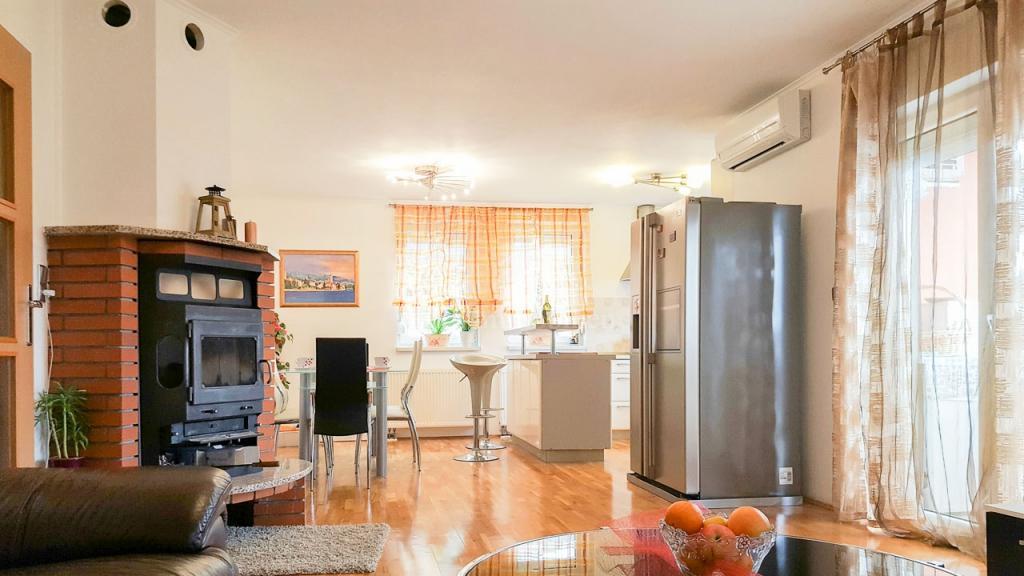 Lovran, dvosoban stan s dnevnim boravkom, 75 m2