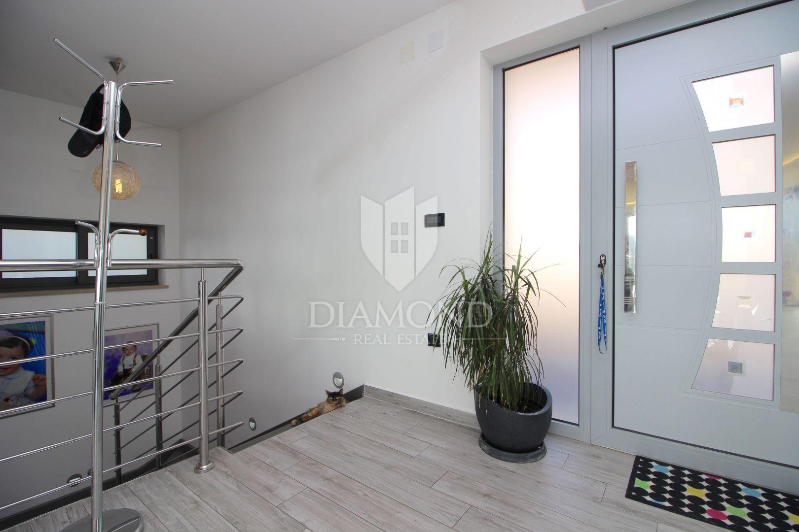Moderna Villa u Rapcu