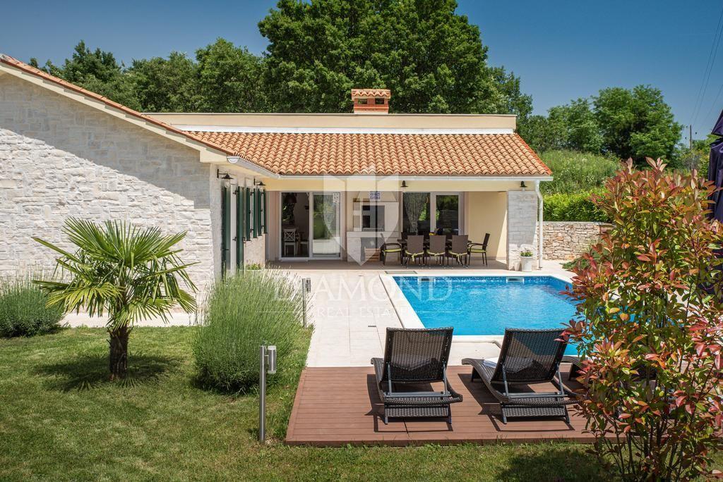 Labin, okolica, kuća za odmor sa bazenom okružena prirodom