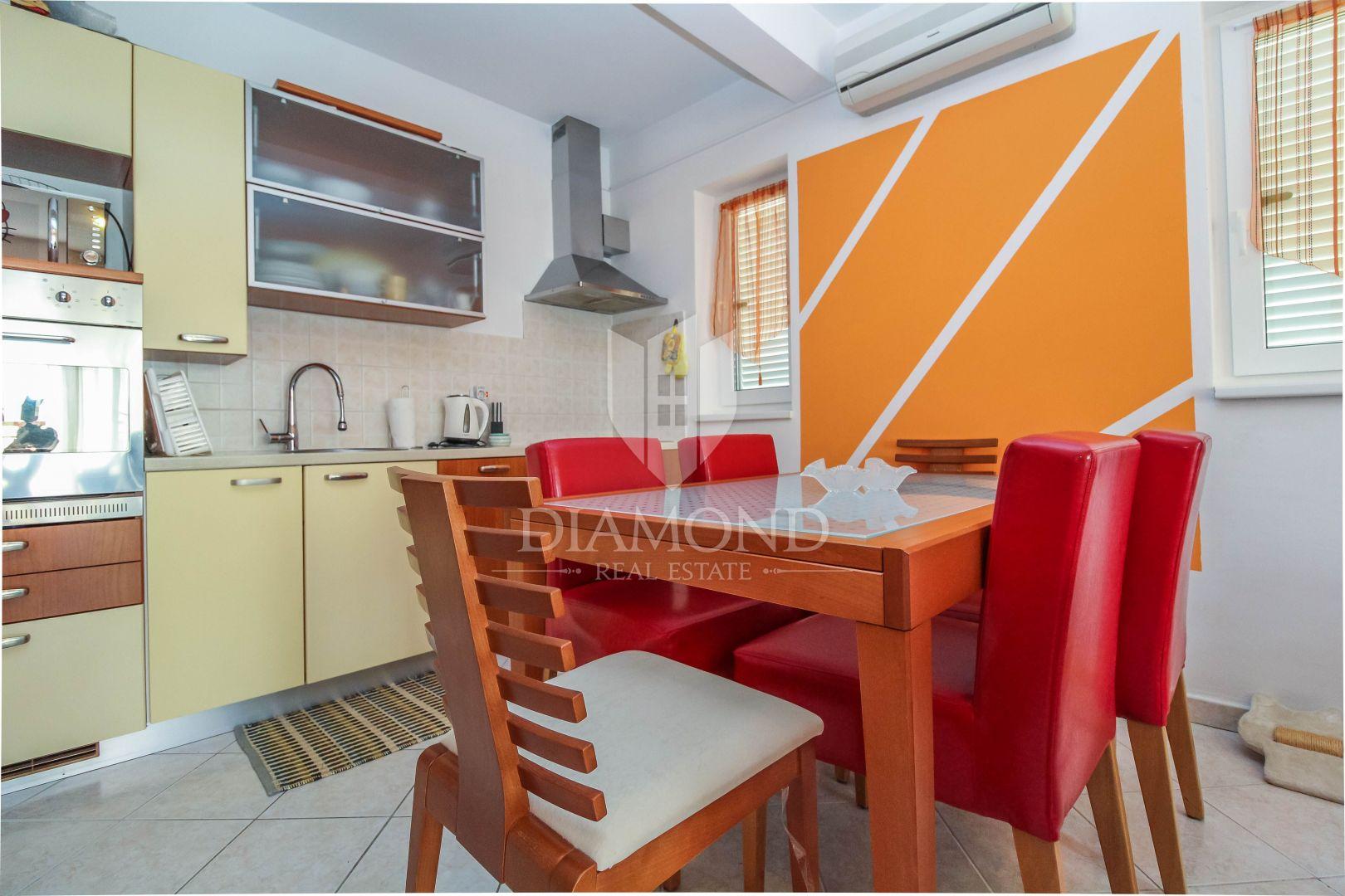 Zona Parenzo Appartamento Con 2 Camere Da Letto Vicino Al Mare Appartamento