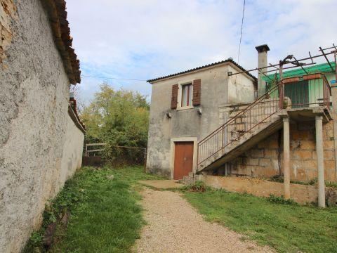 Kuća u mirnom selu između Žminja i Gračišća