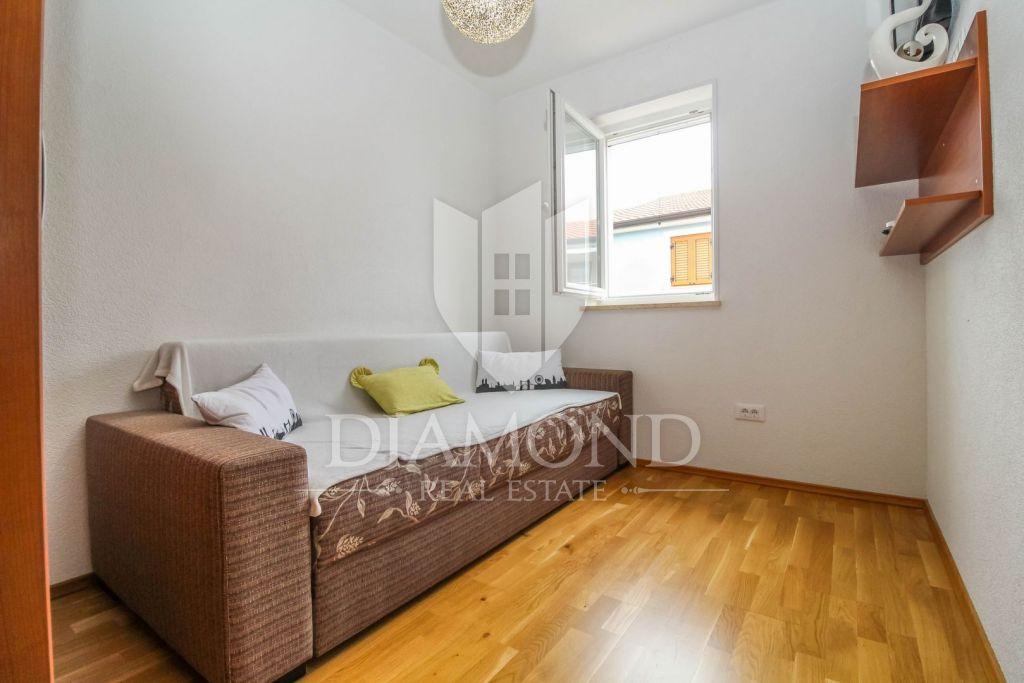 Cittanova, appartamento con tre camere da letto con piscina
