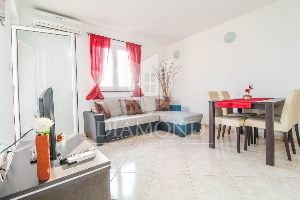 Umag, surroundings, apartment on the first floor 300m from the sea