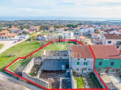 Liznjan-estate with a sea view-Investment