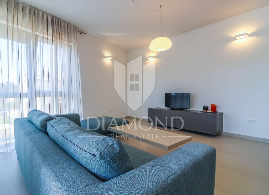 Moderno appartamento Rovigno vista mare 2 camere da letto ...