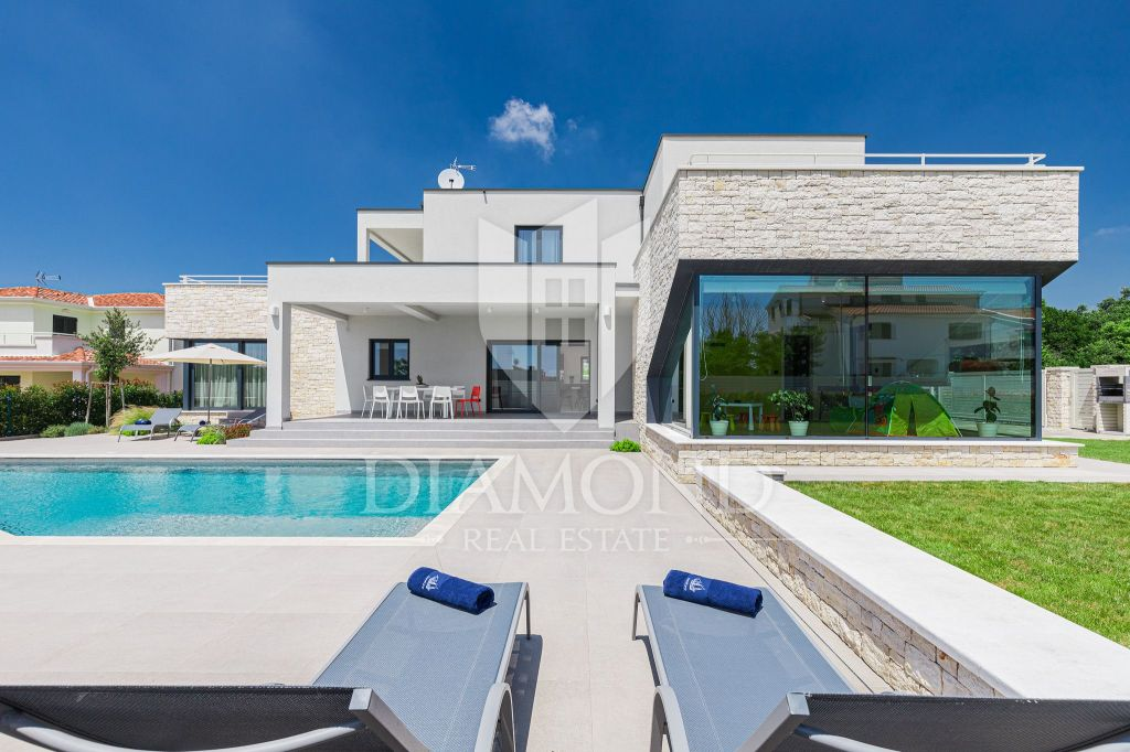 POREČ Modern new house with 5 rooms