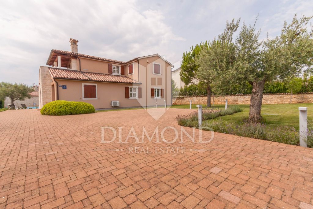 Porec area, two houses with swimming pool and sea view