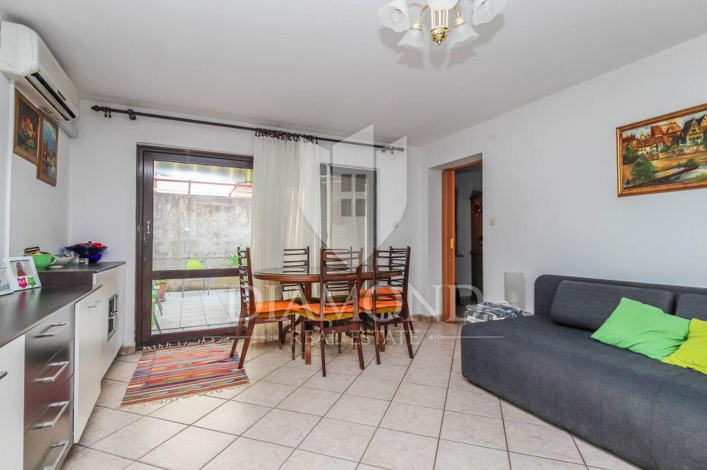 Rovigno, appartamento con cortile al centro