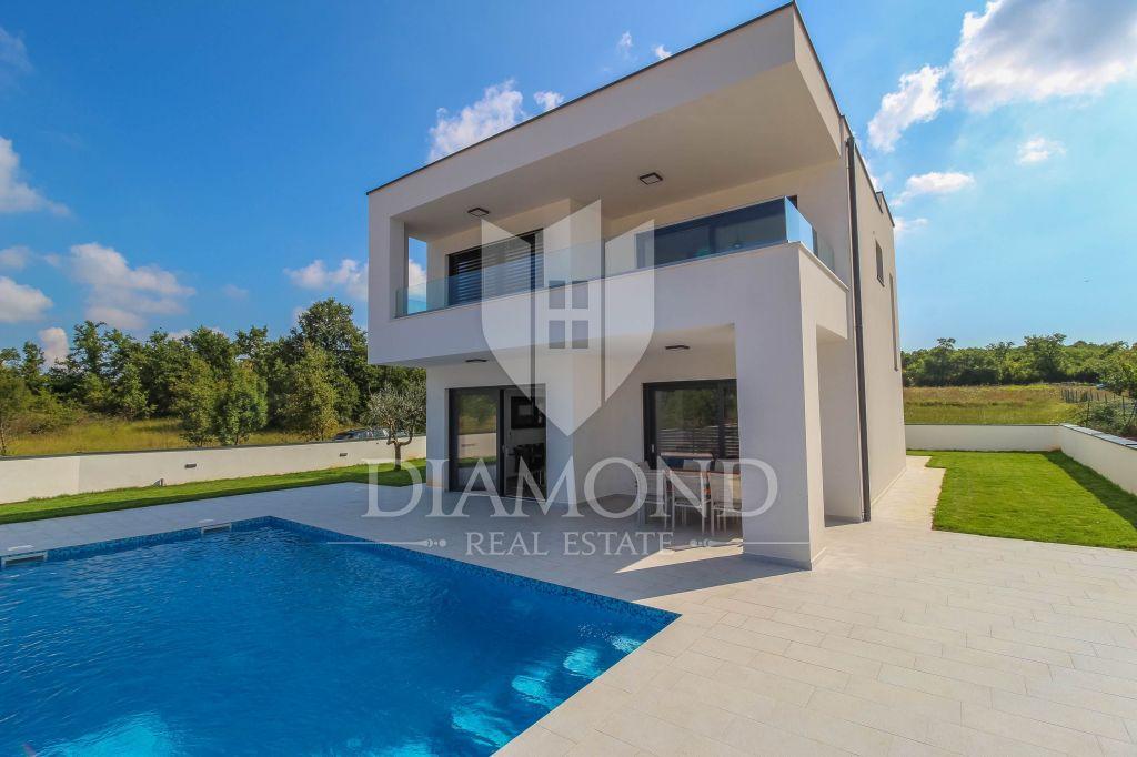 Parenzo, nuova villa di lusso con piscina