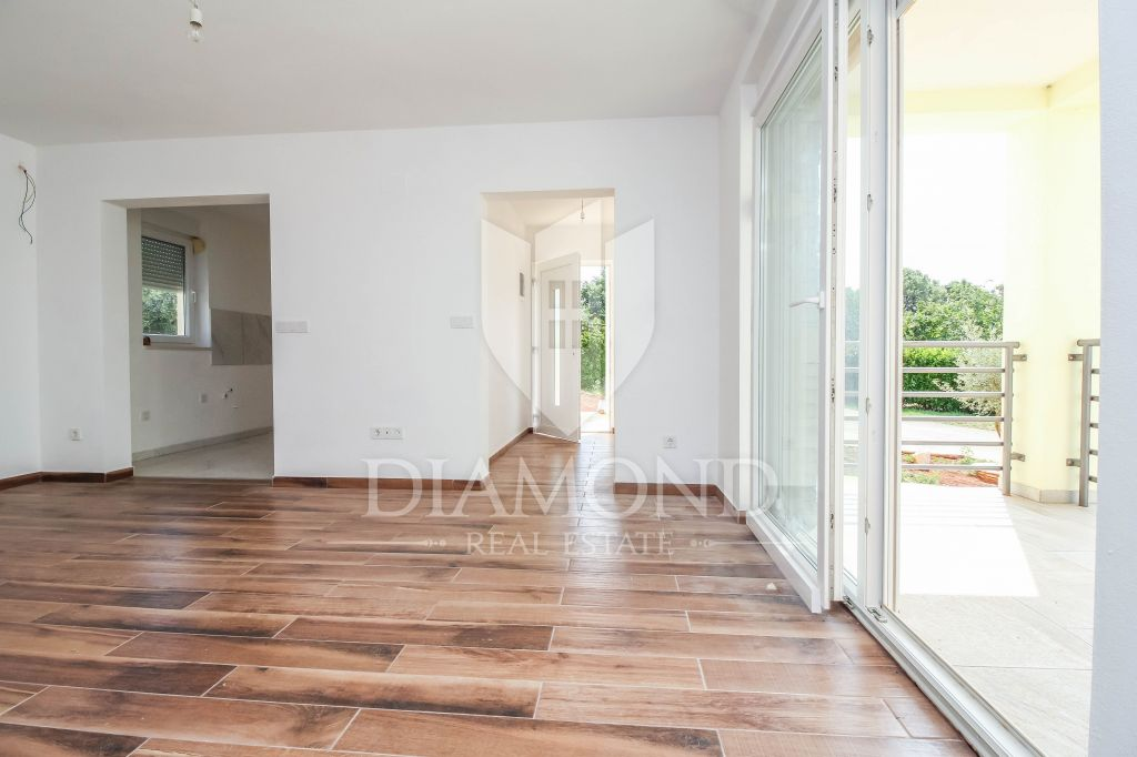 POREC New ground floor apartment with garden