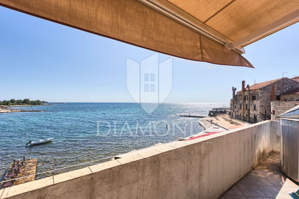 Exclusive- 1st row house by the sea in the city center