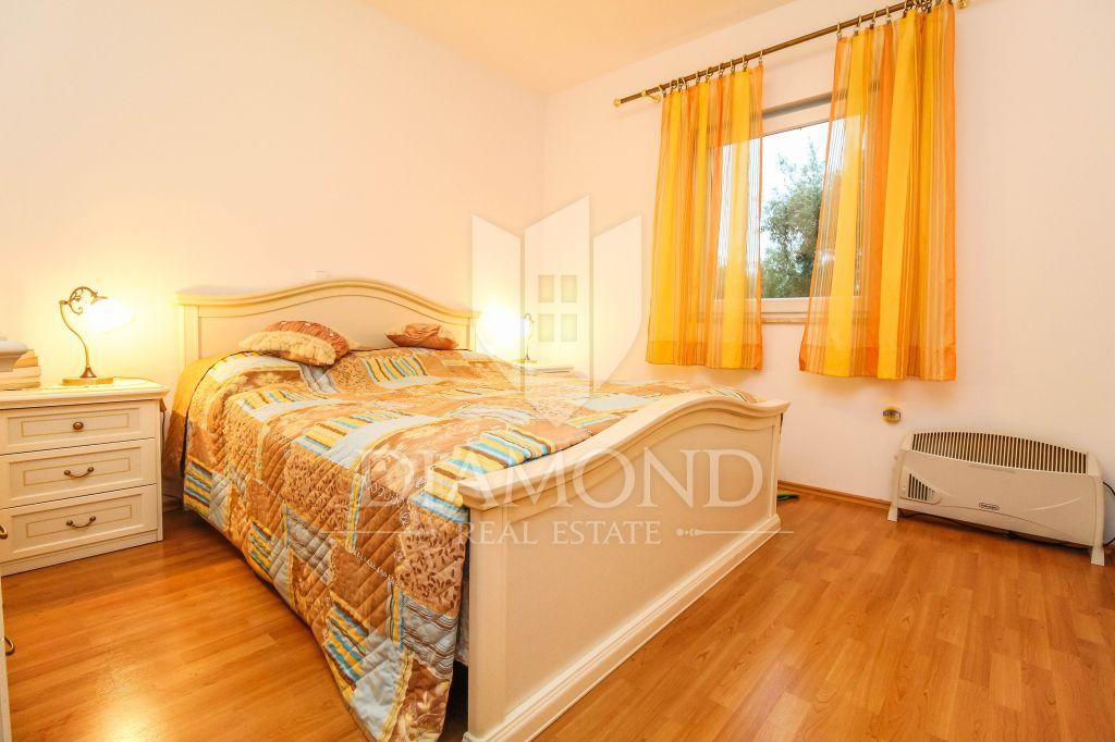 Poreč, three bedroom apartment with large garden near the sea