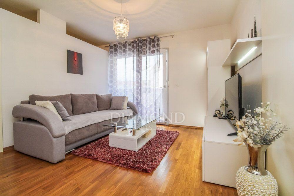 Umag, neuwertige möblierte Wohnung