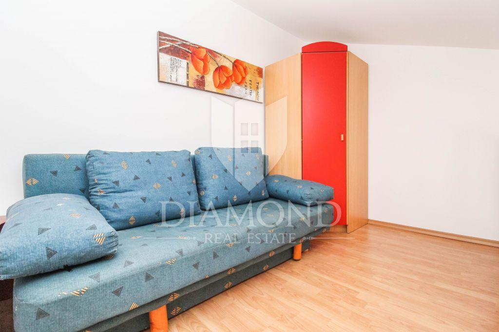 Novigrad, three bedroom apartment with terrace