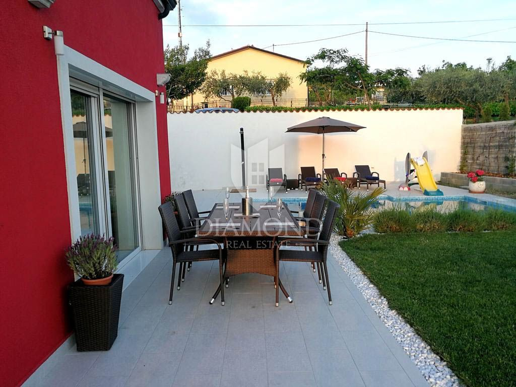 Umag, surroundings, holiday house with pool and yard