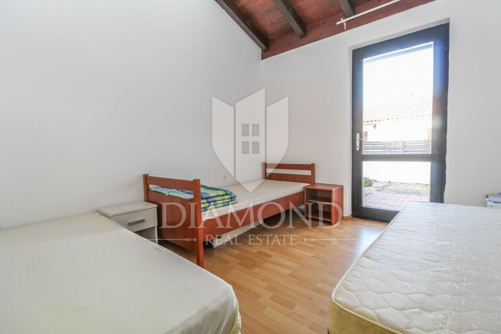 Poreč, surroundings, house 300 meters from the sea and beach