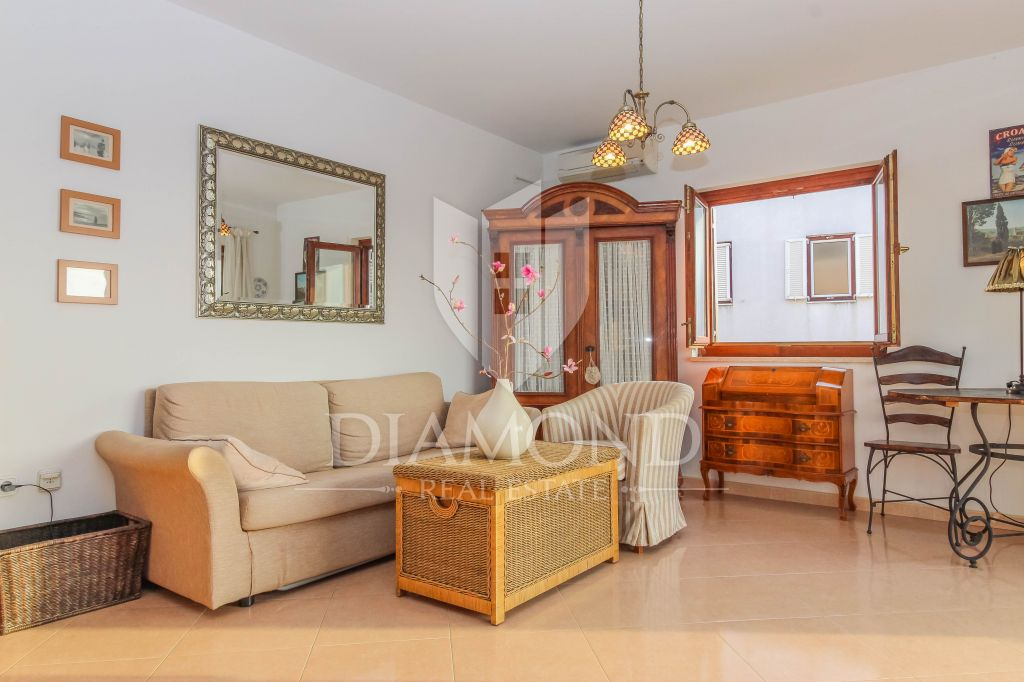 Parenzo, appartamento con garage-vista mare
