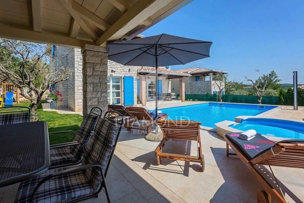 Parenzo, bella casa con piscina