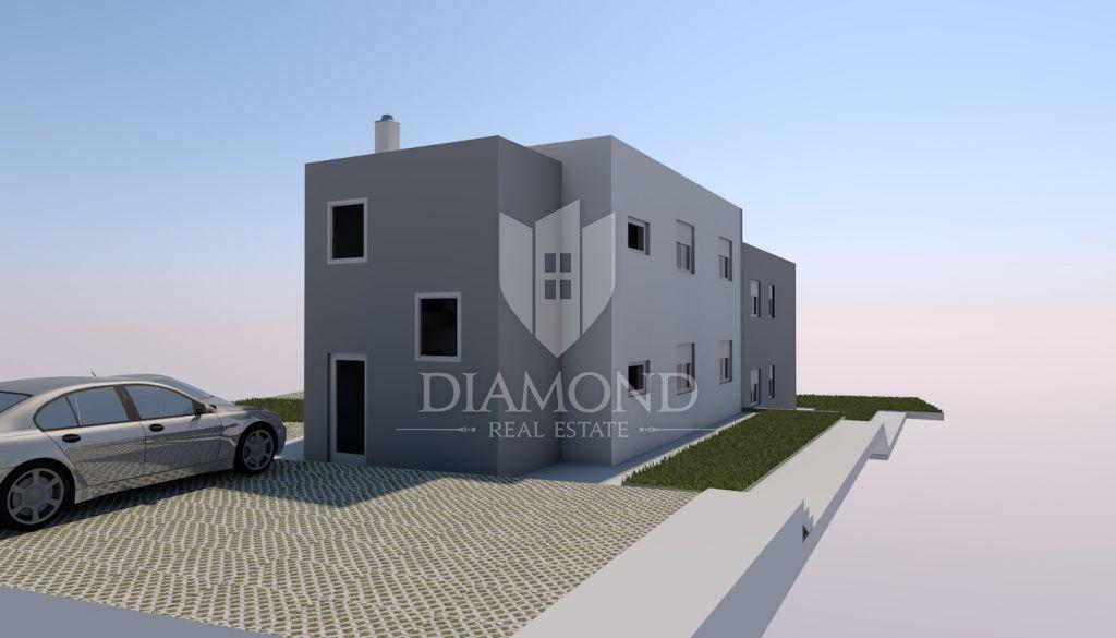 Parenzo, appartamento con tre camere da letto al piano terra