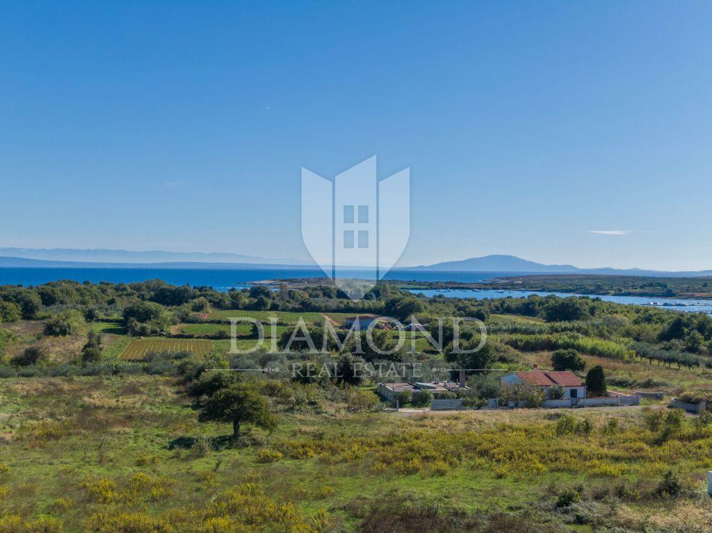 Pula-kuća za odmor sa velikim terasama,odličan pogled more