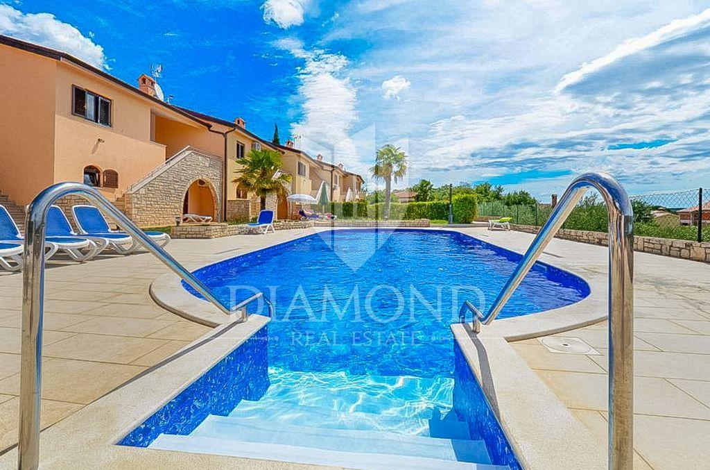 Porec, Umgebung, Haus mit 3 Wohnungen und Pool