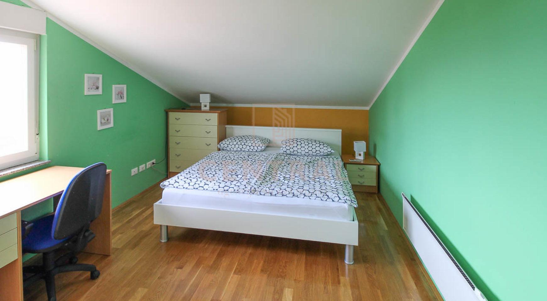Ičići, trosoban stan sa dnevnim boravkom, 121 m2