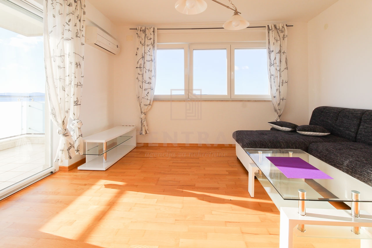 Crikvenica, trosoban stan s dnevnim boravkom, 100 m2