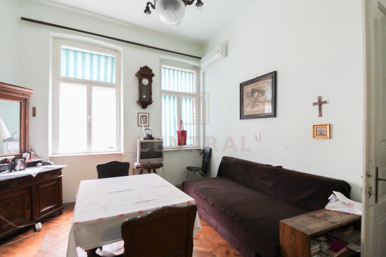 Crikvenica, dva stana u kući, 200 m2